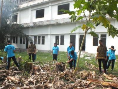 Pembuatan Kebun Binaan oleh siswa