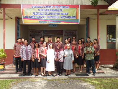 Dewan Guru beserta Tim Penilai Adiwiyata Kabupaten