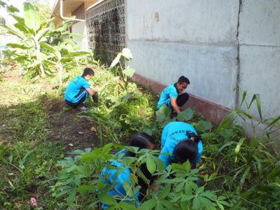 Perawatan Kebun Binaan Siswa