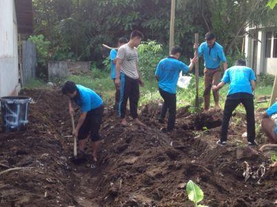 Pembuatan Kebun Binaan Siswa
